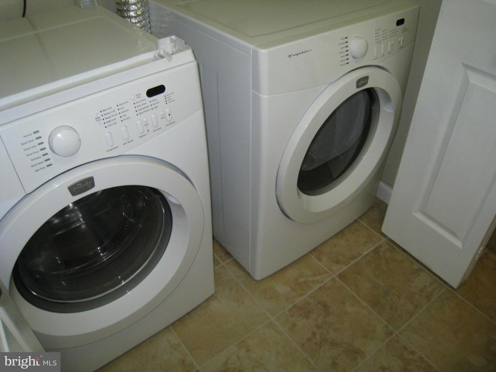 Full Sized Washer and Dryer - 35 CABLE HOLLOW WAY #49-2, UPPER MARLBORO