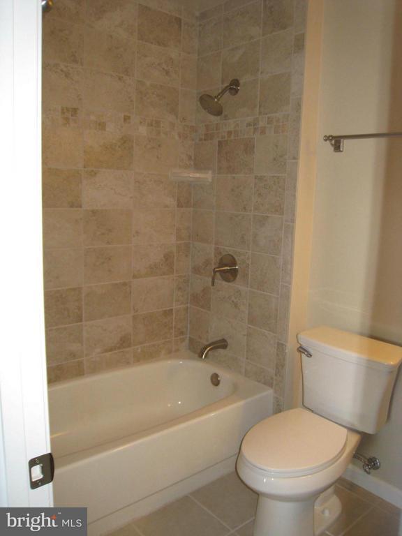 Bath - 35 CABLE HOLLOW WAY #49-2, UPPER MARLBORO