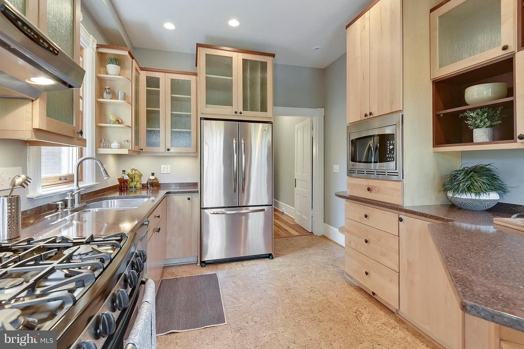 Kitchen - 215 5TH ST NE, WASHINGTON