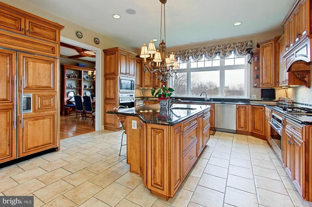 Chef's delight with top of line cabinetry - 13104 LAUREL GLEN RD, CLIFTON