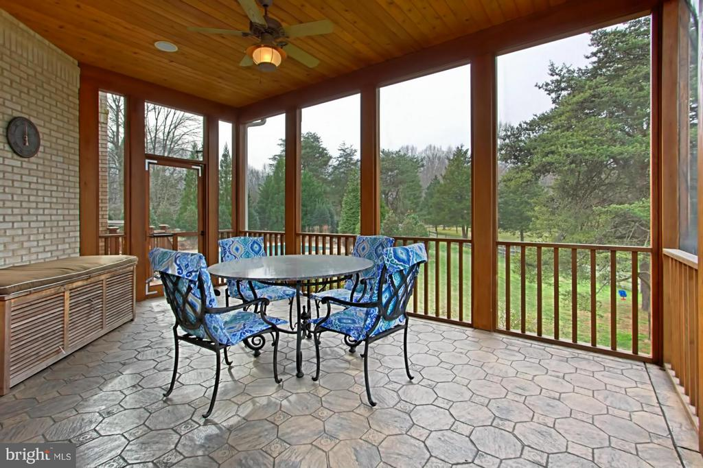 Screened in porch leads to pool - 13104 LAUREL GLEN RD, CLIFTON
