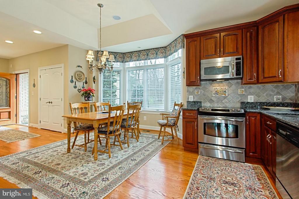 In-law suite kitchenette - 13104 LAUREL GLEN RD, CLIFTON