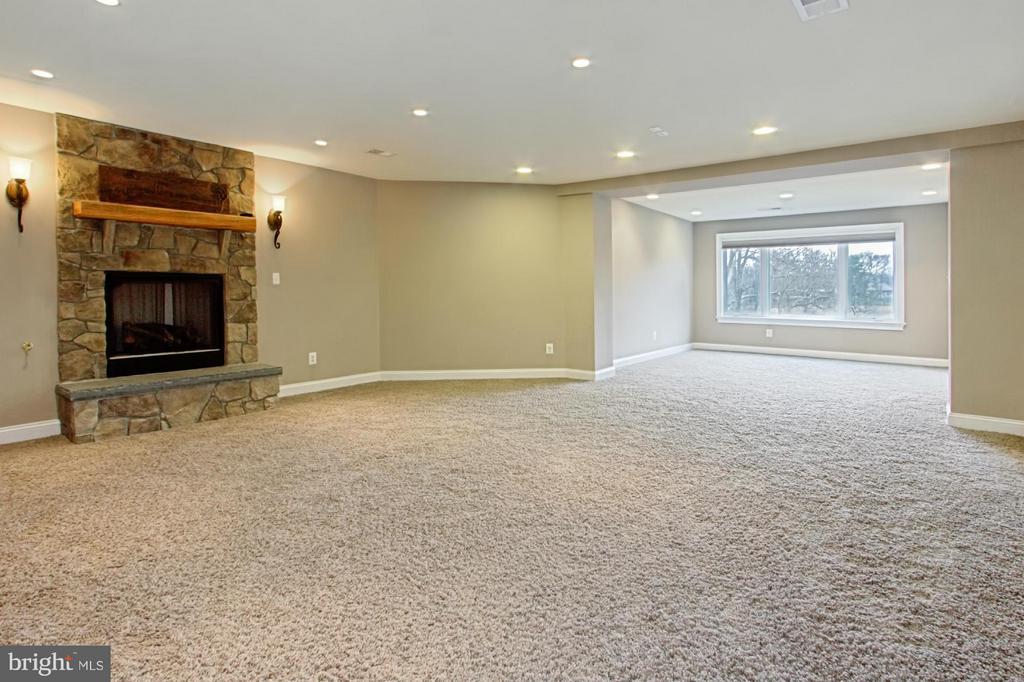 Walk out lower level - 13104 LAUREL GLEN RD, CLIFTON