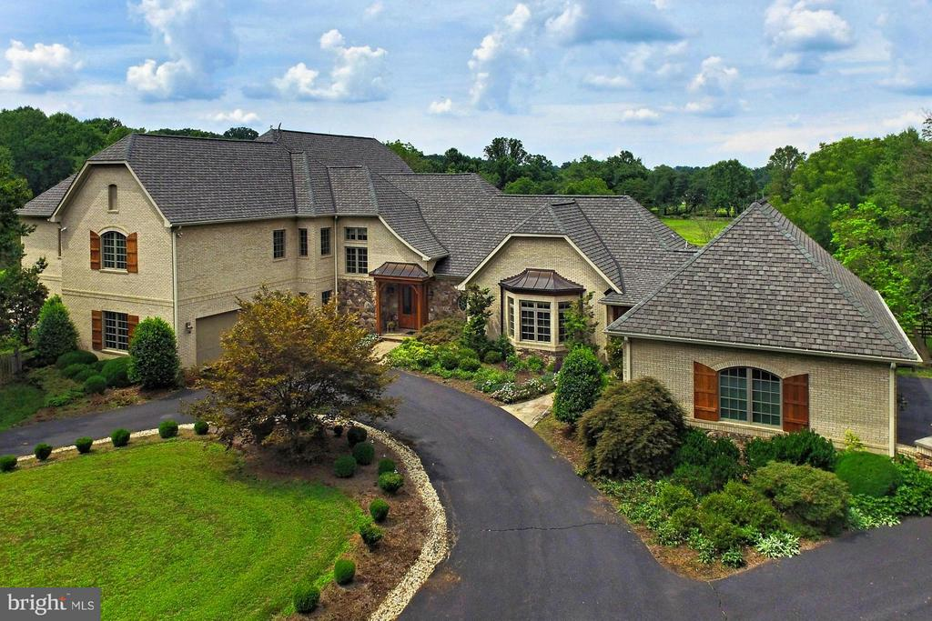 Custom Estate Home - 13104 LAUREL GLEN RD, CLIFTON