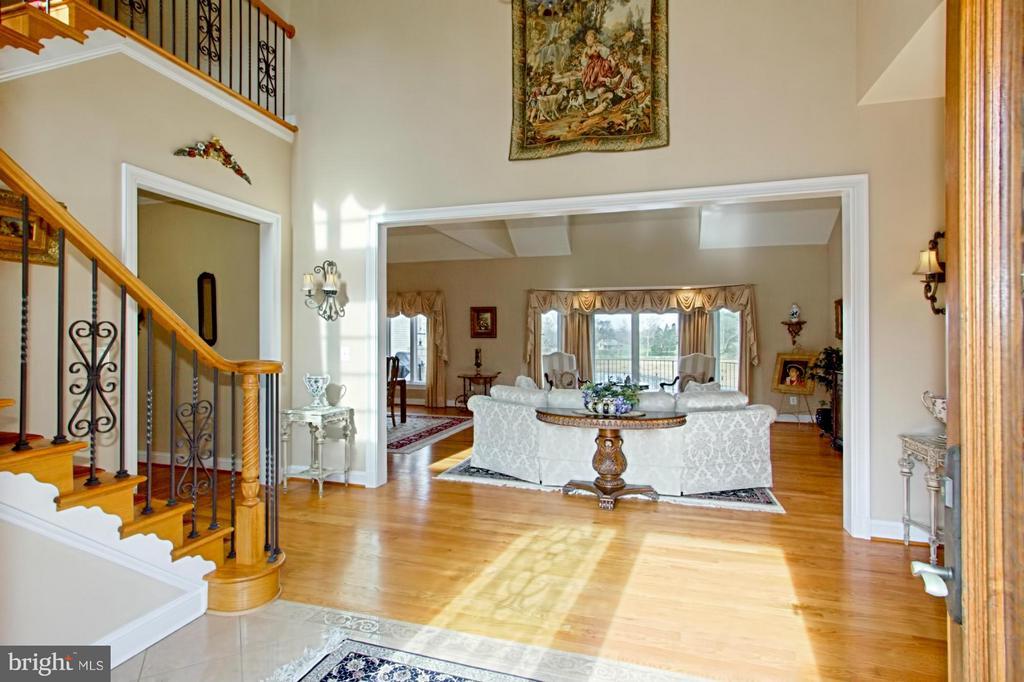 Foyer - 13104 LAUREL GLEN RD, CLIFTON