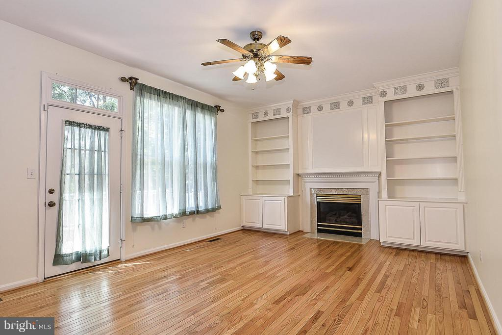 opens to deck & sunroom, hardwood floors - 14456 SEDONA DR, GAINESVILLE