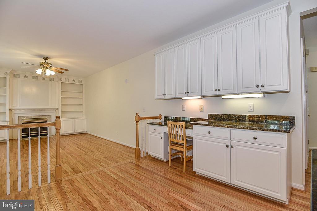desk,cabinets, family room - 14456 SEDONA DR, GAINESVILLE