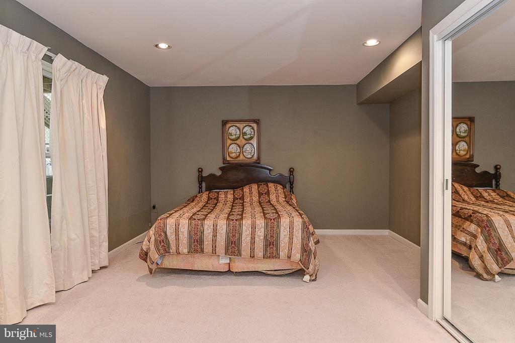 #5 Bedroom in adjacted full bath in Basement - 14456 SEDONA DR, GAINESVILLE