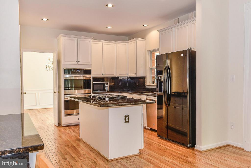 updated appliances,convection ovens, gas cooktop - 14456 SEDONA DR, GAINESVILLE