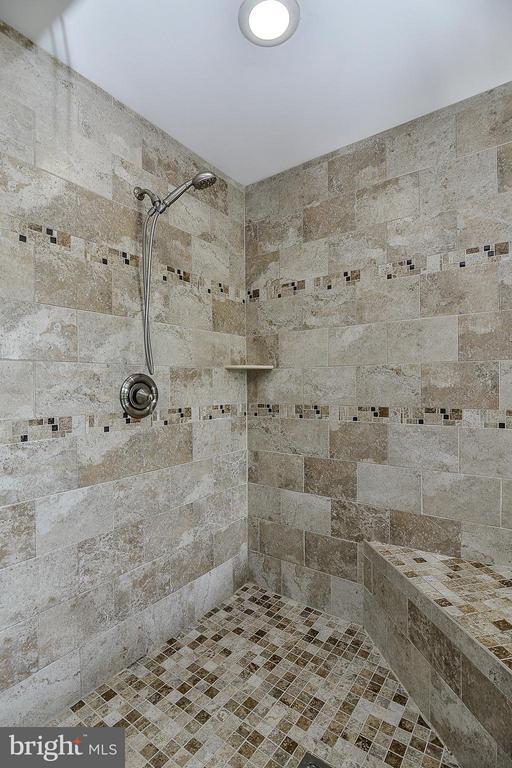 custom shower) - 14456 SEDONA DR, GAINESVILLE