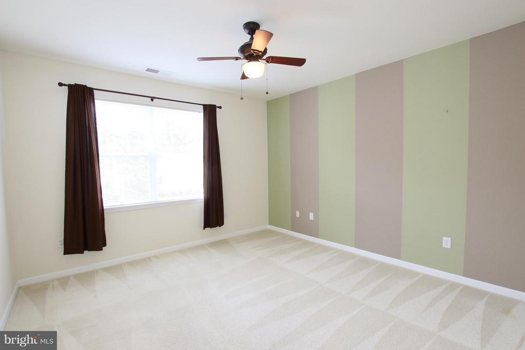 Large 2nd bedroom - 12925 CENTRE PARK CIR #301, HERNDON