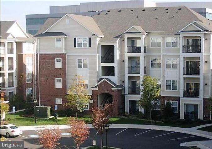 Lovely gated community in great Herndon location - 12925 CENTRE PARK CIR #301, HERNDON