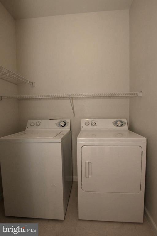 Full size washer & dryer - 12925 CENTRE PARK CIR #301, HERNDON