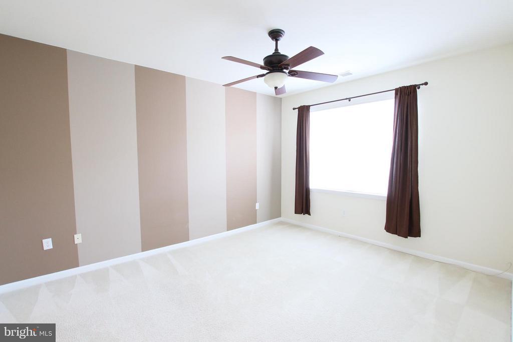 Bright master suite - 12925 CENTRE PARK CIR #301, HERNDON