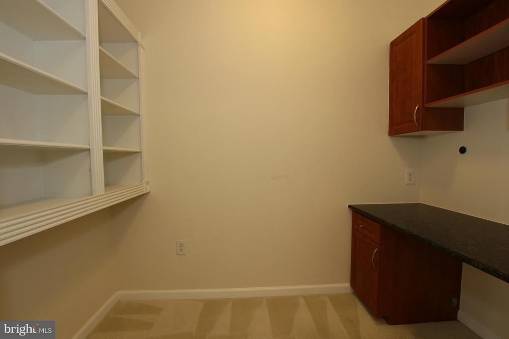 Convenient workspace - 12925 CENTRE PARK CIR #301, HERNDON