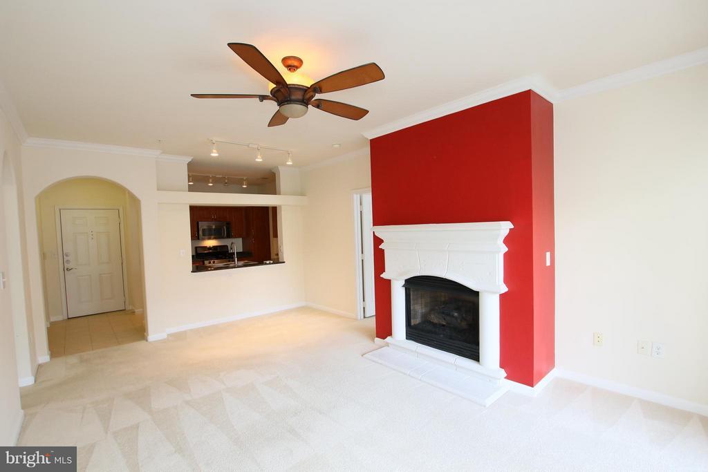 Bright, open floor plan - 12925 CENTRE PARK CIR #301, HERNDON