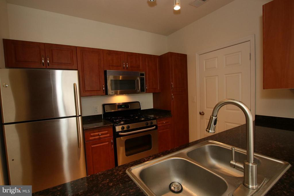 Granite countertops and stainless steel appliances - 12925 CENTRE PARK CIR #301, HERNDON