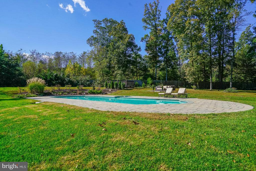 Inground Pool - 27563 EQUINE CT, CHANTILLY