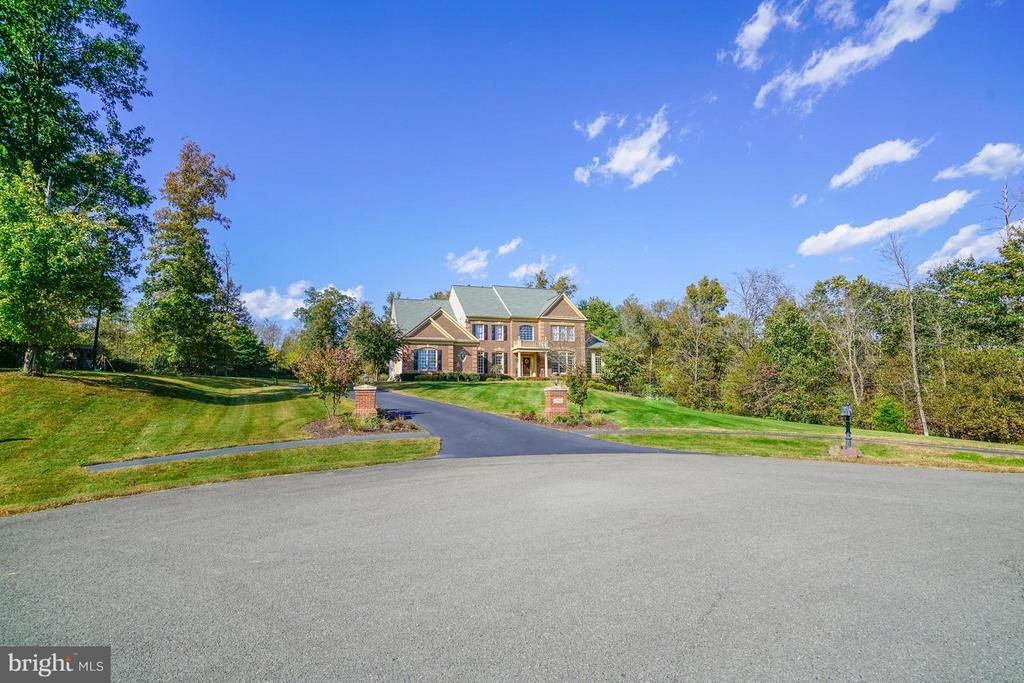Private Cul-de-Sac - 27563 EQUINE CT, CHANTILLY