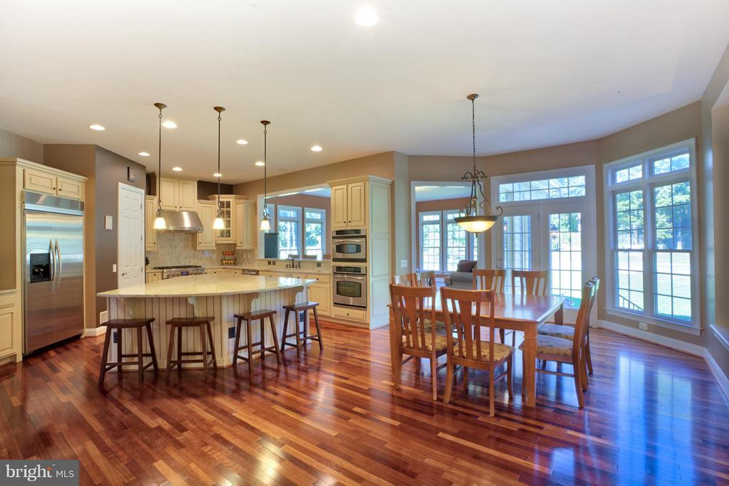 Gourmet Kitchen - 27563 EQUINE CT, CHANTILLY