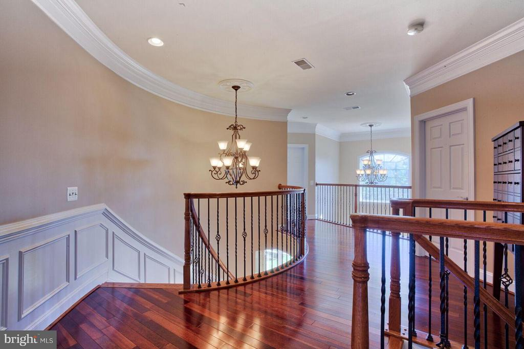 Dual Staircase - 27563 EQUINE CT, CHANTILLY