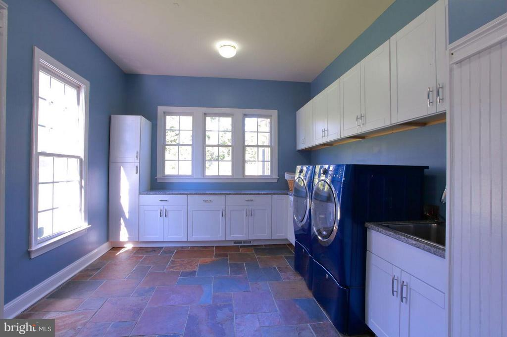 Spacious Laundry Room - 27563 EQUINE CT, CHANTILLY