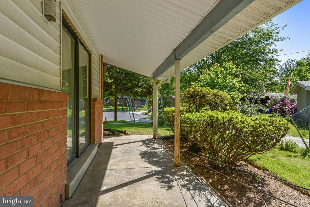 102 Bluff Ter, Silver Spring, MD 20902