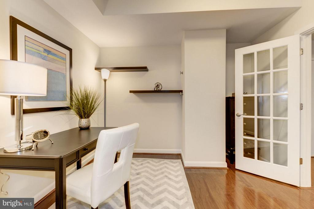 2nd Bedroom / Office / Den (2 of 3) - 400 MASSACHUSETTS AVE NW #415, WASHINGTON