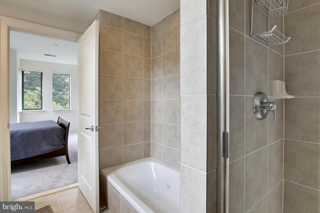 Bath (Master) - 4750 41ST ST NW #TH-4, WASHINGTON