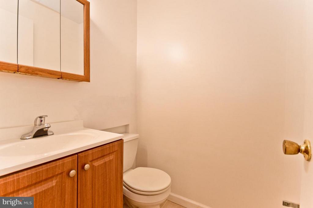 Basement half bathroom - 1231 DELAFIELD PL NE, WASHINGTON