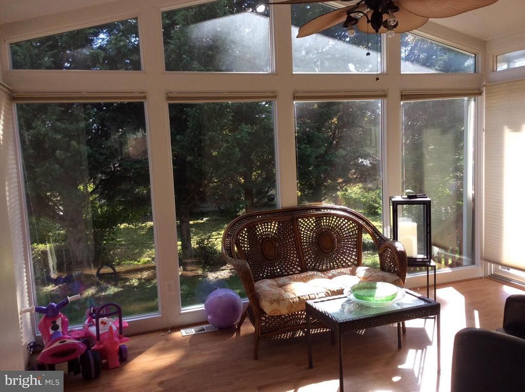 Sun Room - 2011 GAITHER ST, TEMPLE HILLS