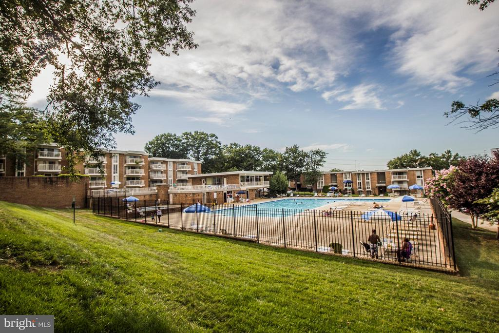 Community Pool - 2634 WAGON DR #279, ALEXANDRIA