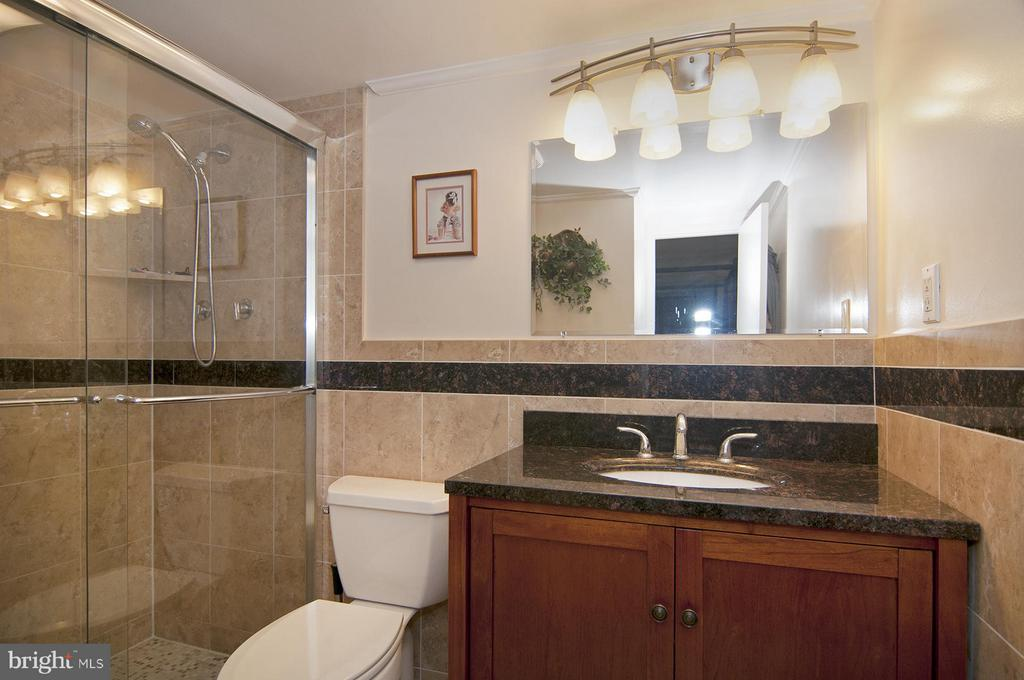 Hall Bath - 4201 CATHEDRAL AVE NW #301W, WASHINGTON