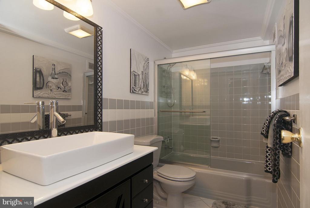 Master Bath - 4201 CATHEDRAL AVE NW #301W, WASHINGTON