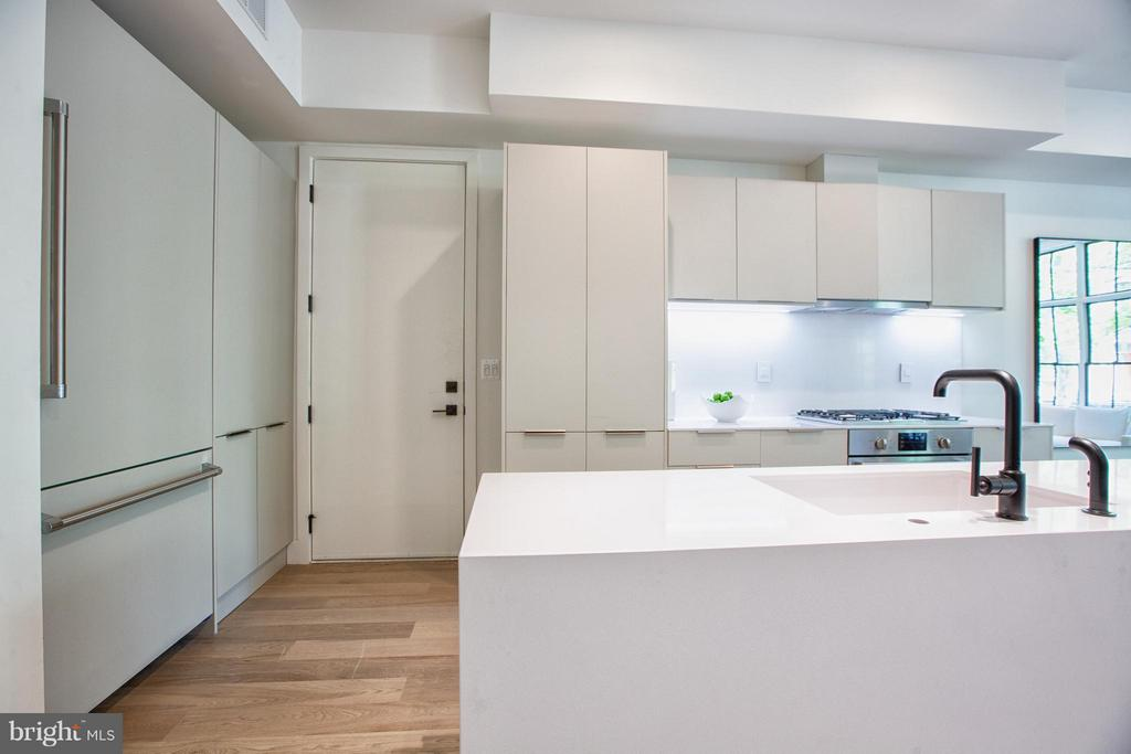 Kitchen with Center Island - 928 O ST NW #2, WASHINGTON