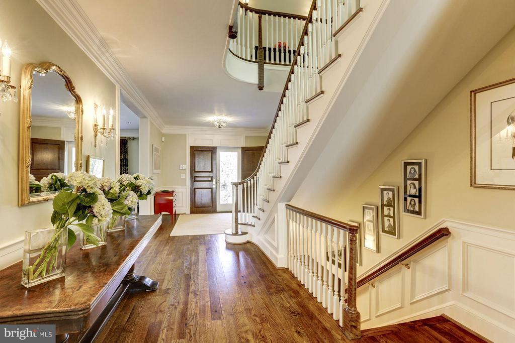Entry Foyer - 4934 INDIAN LN NW, WASHINGTON