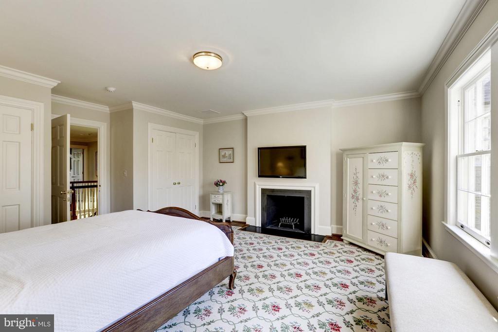 Bedroom with En-Suite Bath - 4934 INDIAN LN NW, WASHINGTON