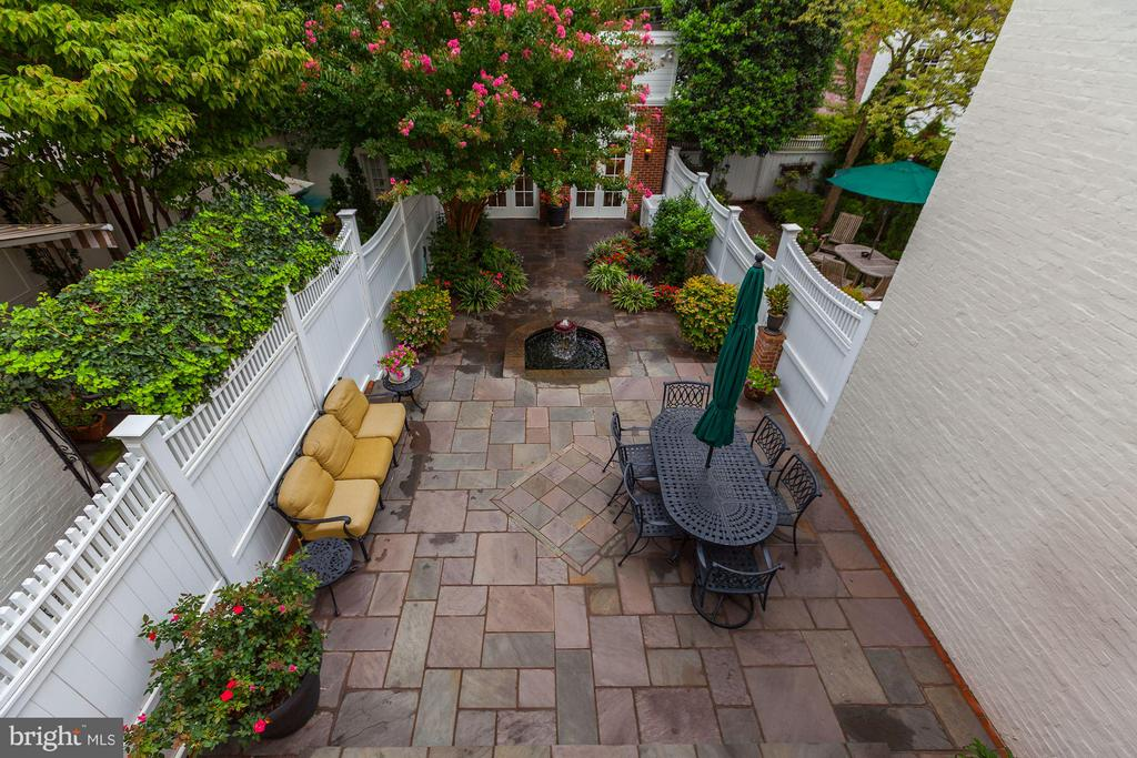 Professionally Landscaped Rear Terrace - 1613 35TH ST NW, WASHINGTON