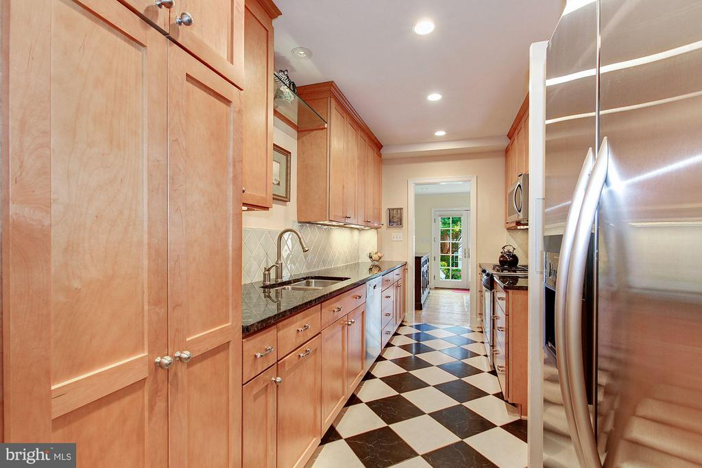 Gourmet Kitchen - 1613 35TH ST NW, WASHINGTON