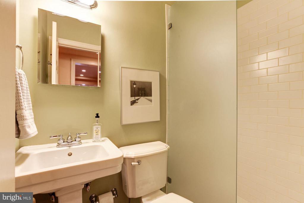 Hall Full Bathroom - 1613 35TH ST NW, WASHINGTON