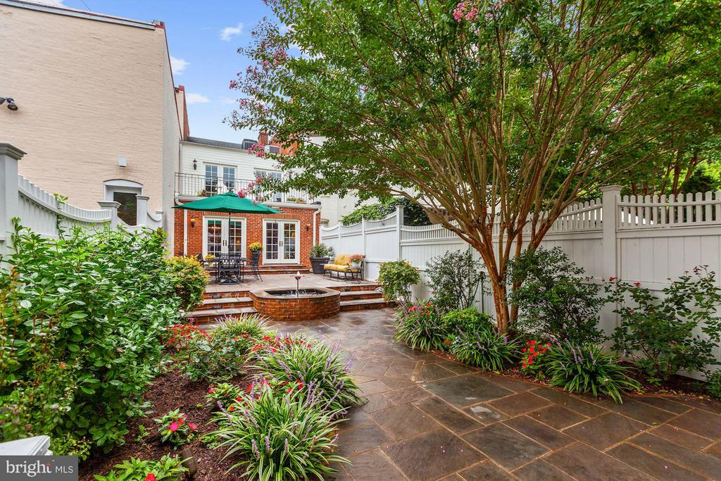 Resplendent Garden with Irrigation System - 1613 35TH ST NW, WASHINGTON