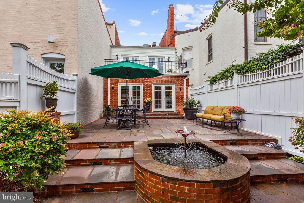 Serene Private Garden - 1613 35TH ST NW, WASHINGTON