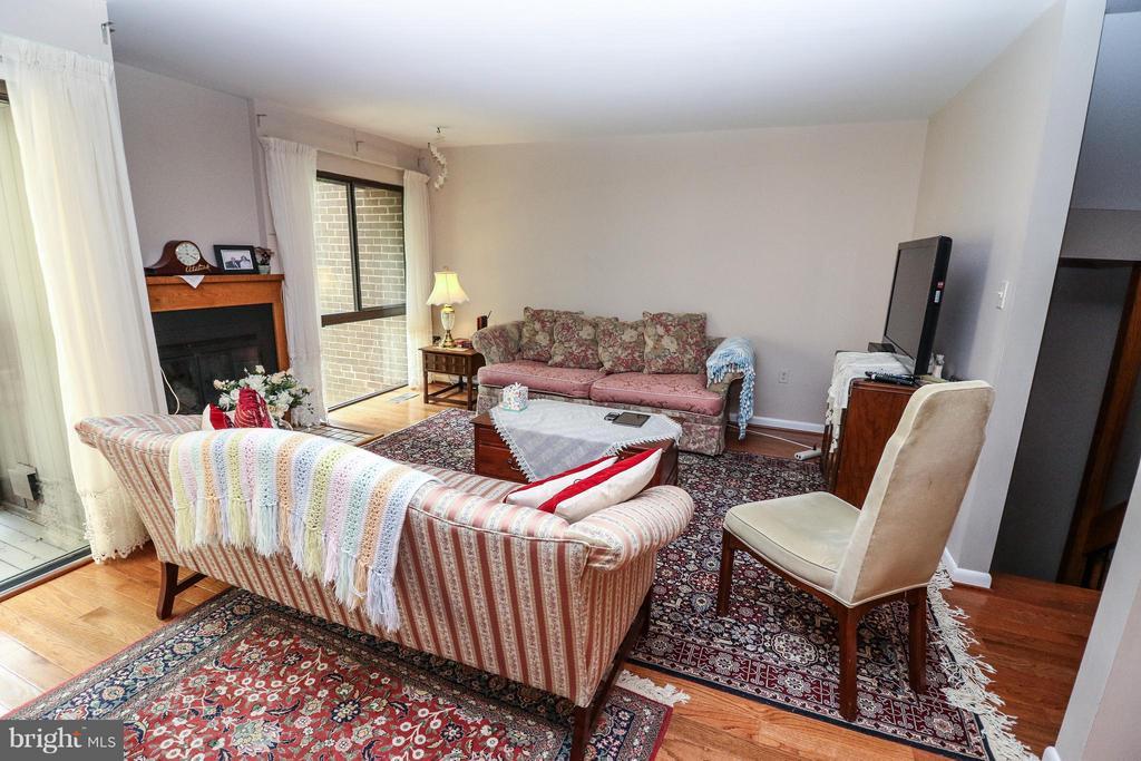 Living Room - 2021 WETHERSFIELD CT, RESTON