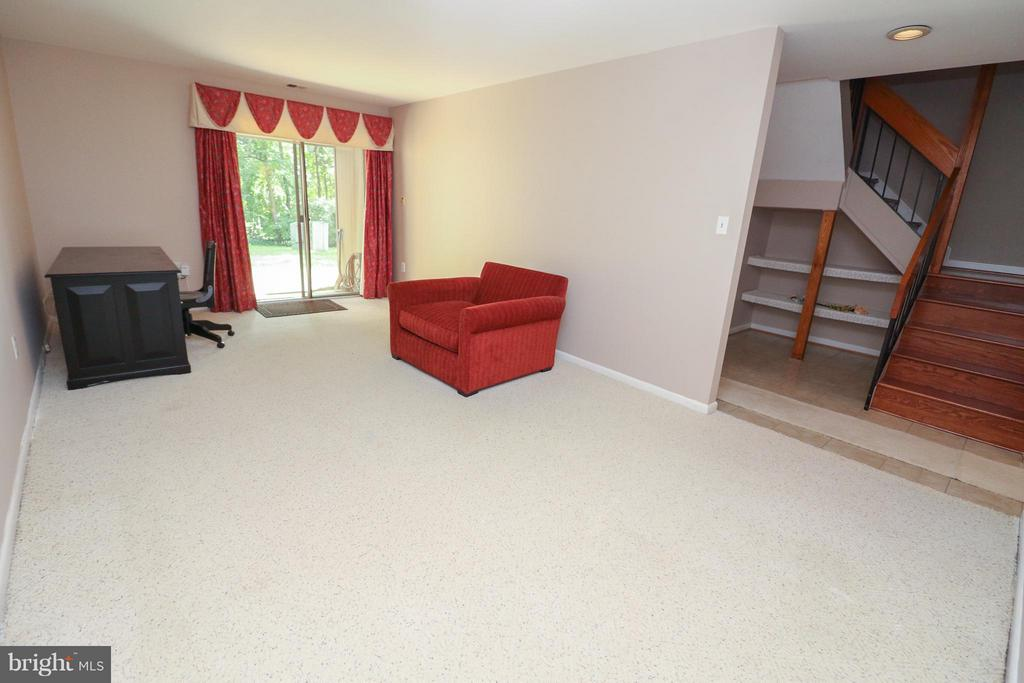 Walk out lower level w BR, Ba and laundry - 2021 WETHERSFIELD CT, RESTON