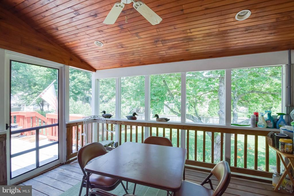 Screened porch - 304 COUNTRY CLUB DR SW, LEESBURG