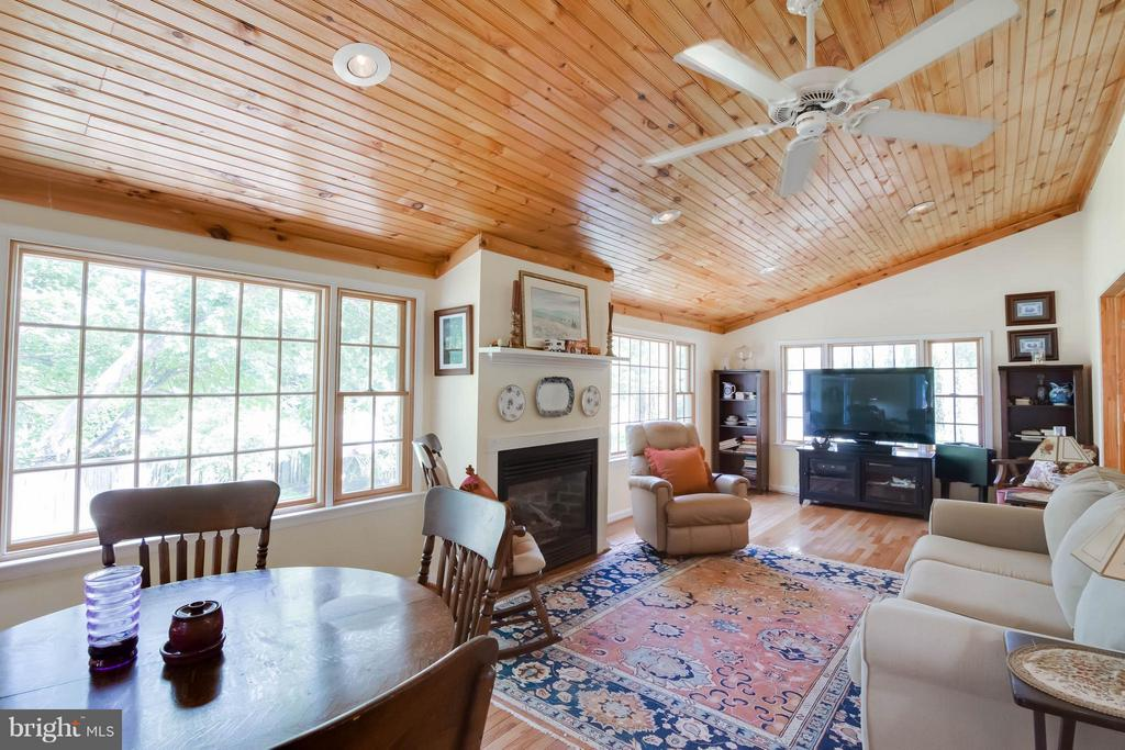Cozy sunroom with fireplace - 304 COUNTRY CLUB DR SW, LEESBURG