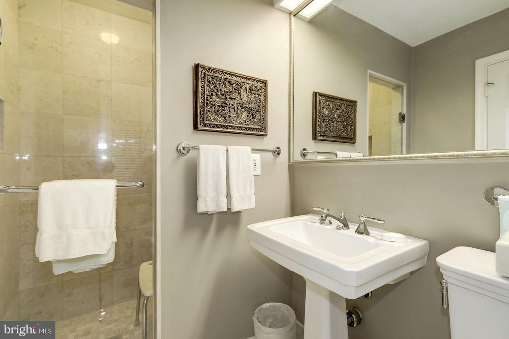 Main Level En suite Full Bath - 5152 MANNING PL NW, WASHINGTON