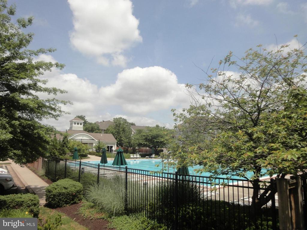 Community Pool! - 12913 WOODCUTTER CIR #110, GERMANTOWN