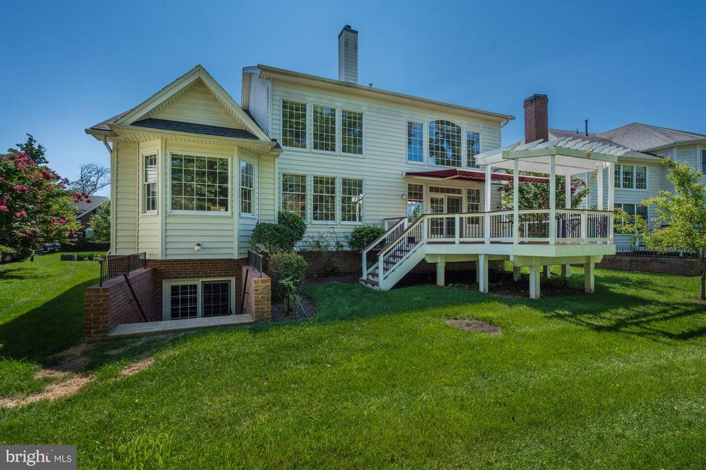 Perfect Deck for Outdoor Entertaining - 20093 WHISTLING STRAITS PL, ASHBURN