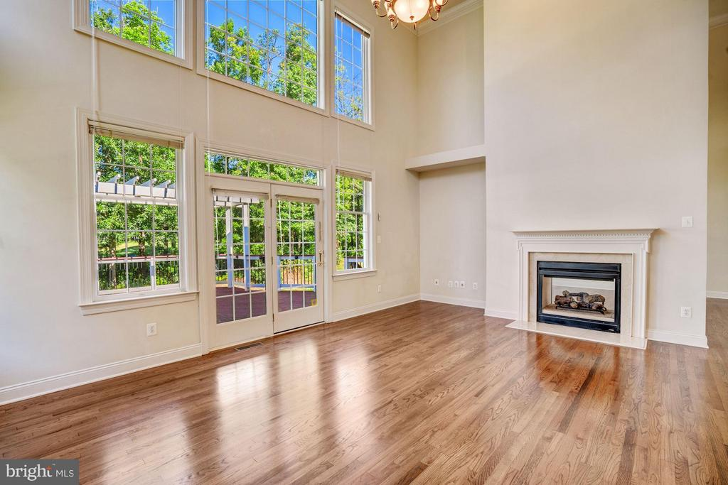 2-Story Family Room w/ Wall of Windows - 20093 WHISTLING STRAITS PL, ASHBURN